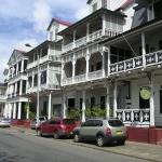 Paramaribo - Gerestaureerde huizen aan de Waterkant