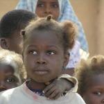 Mali - Kinderen in een dorpje ergens onderweg