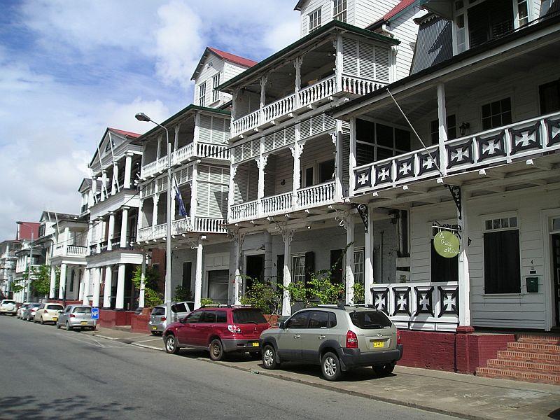 Paramaribo - gerestaureerde huizen