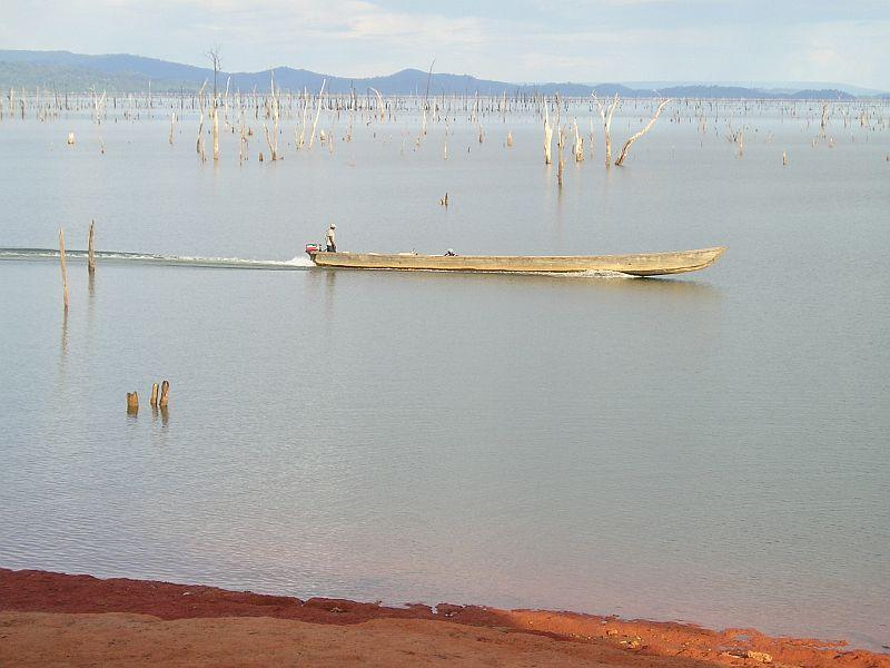 Uitzicht op Brokopondomeer