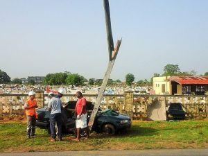 Auto crash - geknakte paal