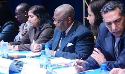 CHS-voorzitter Eugene Merkus tekent het procesverbaal