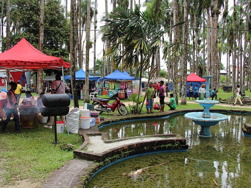 Palmentuin, verkoopstalletjes