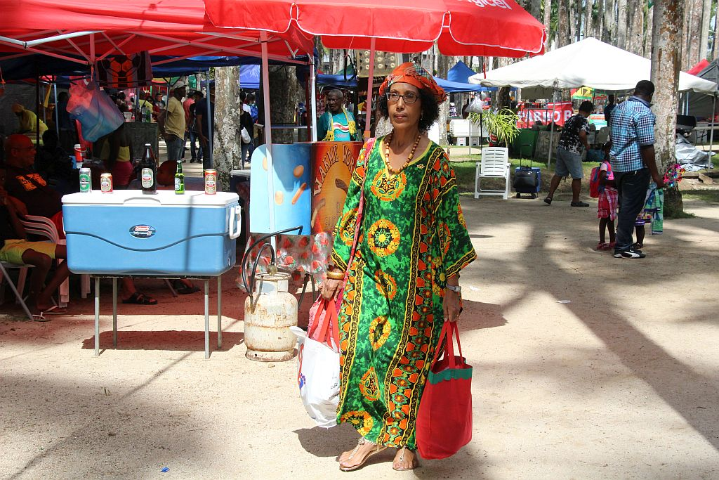 Palmentuin - Vrouw in groen kaftan