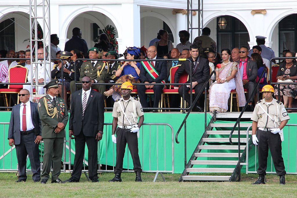 Onafhankelijkheidsplein - Parade - President en Vice President