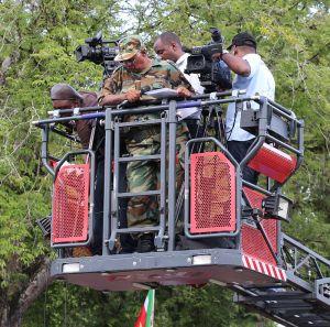 Leger kapitein in brandweerbakje