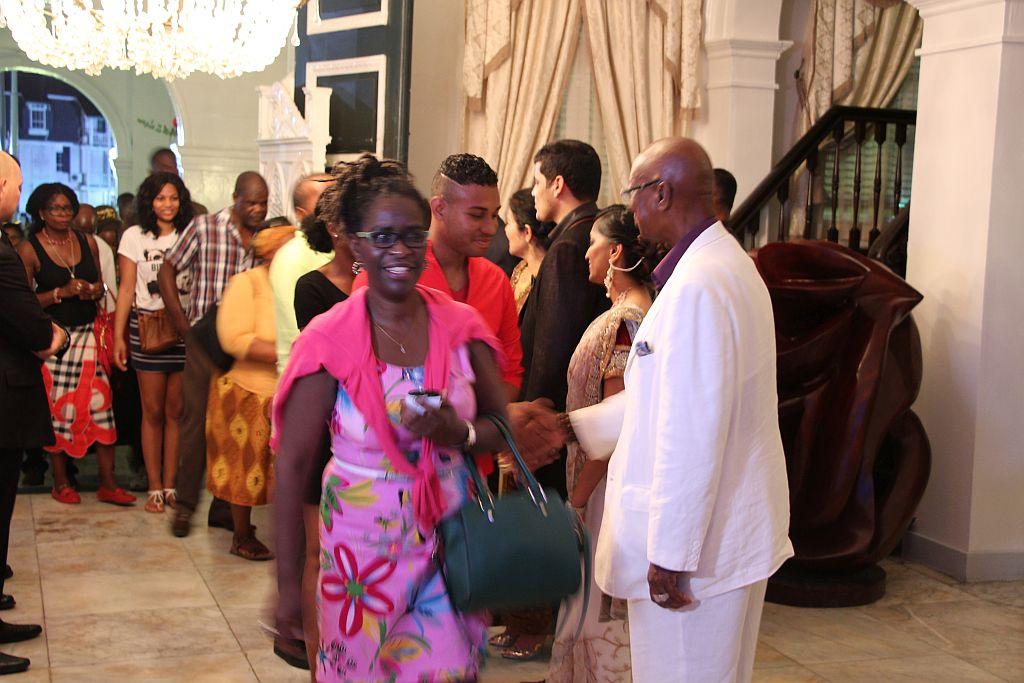 Volksreceptie in het paleis - Felicitaties van President en Vice President