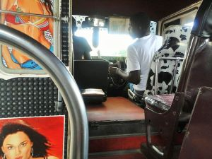 Santa Bona - Bus van binnen 1