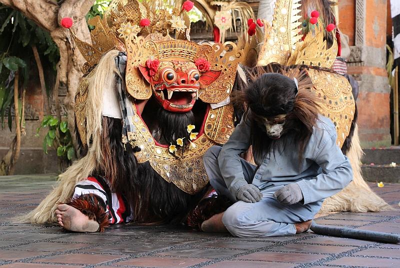 Bali - Ubud - Barong dans - De aap en de Barong