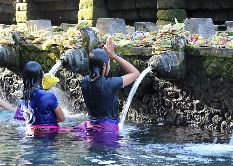 Bali - Tirta Empul - Bedevaarts oord - Medicinale bronnen