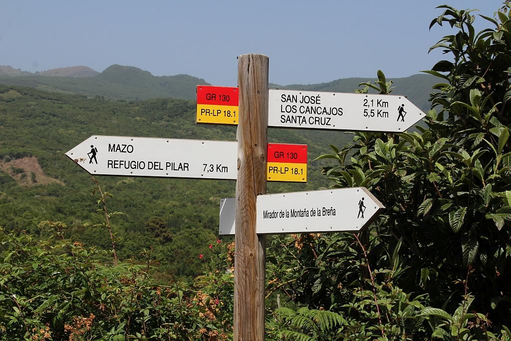 Wegwijzer voor wandelaars (hier Brena Alta)
