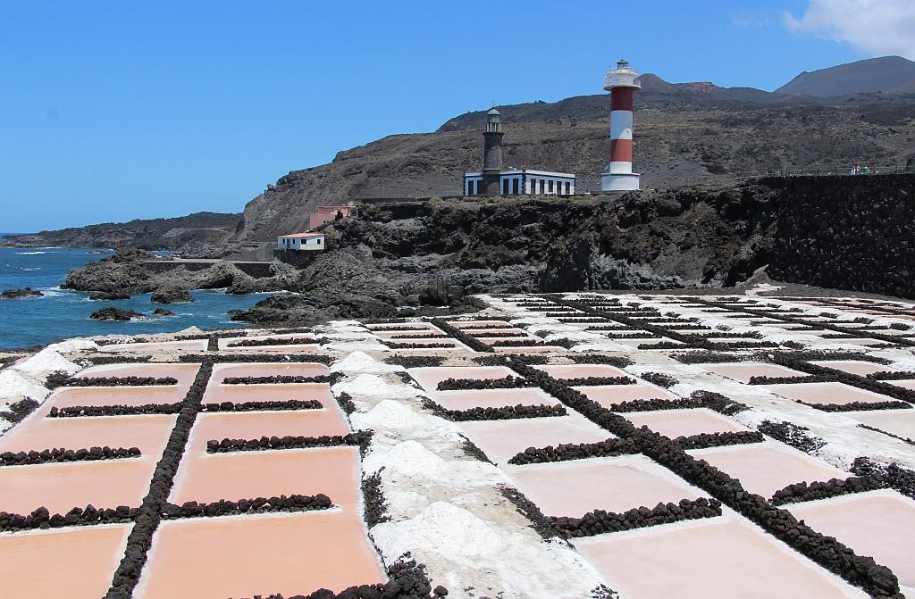 Vuurtorens en zoutwinning bij Faro, op de uiterste zuidpunt van het eiland