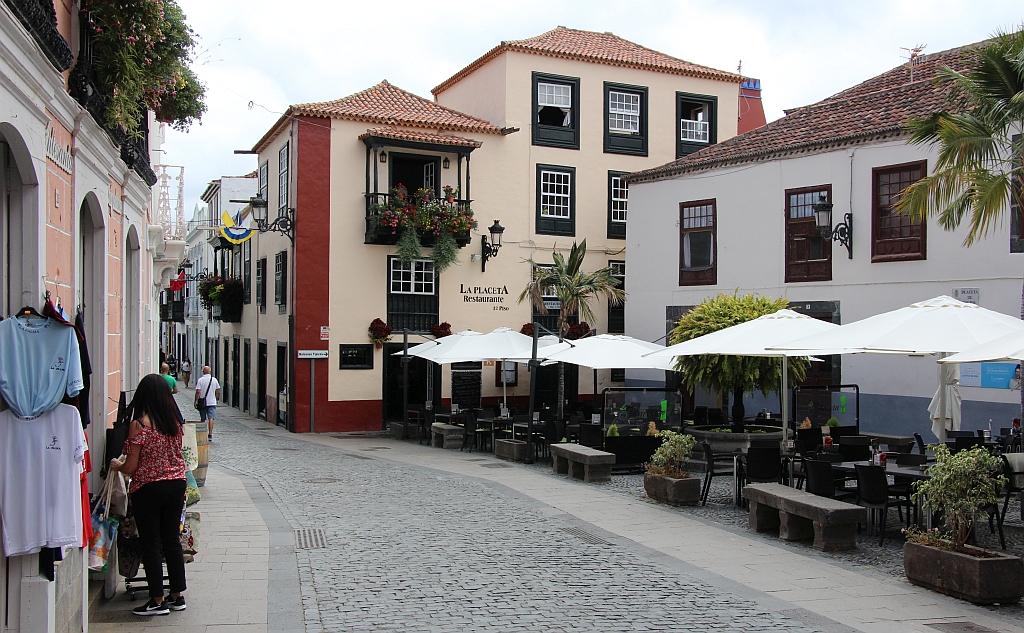 Hoofdstad Santa Cruz - Pleintje met terrassen