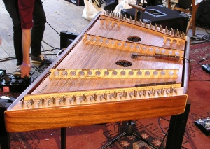 Hammered dulcimer van 'House of Waters'
