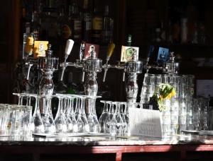 Bar in het zonlicht